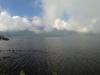 Die Wolken über dem Tempel hängen sehr niedrig
