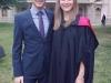 Erfolgreiche Schwester mit stolzem Bruder