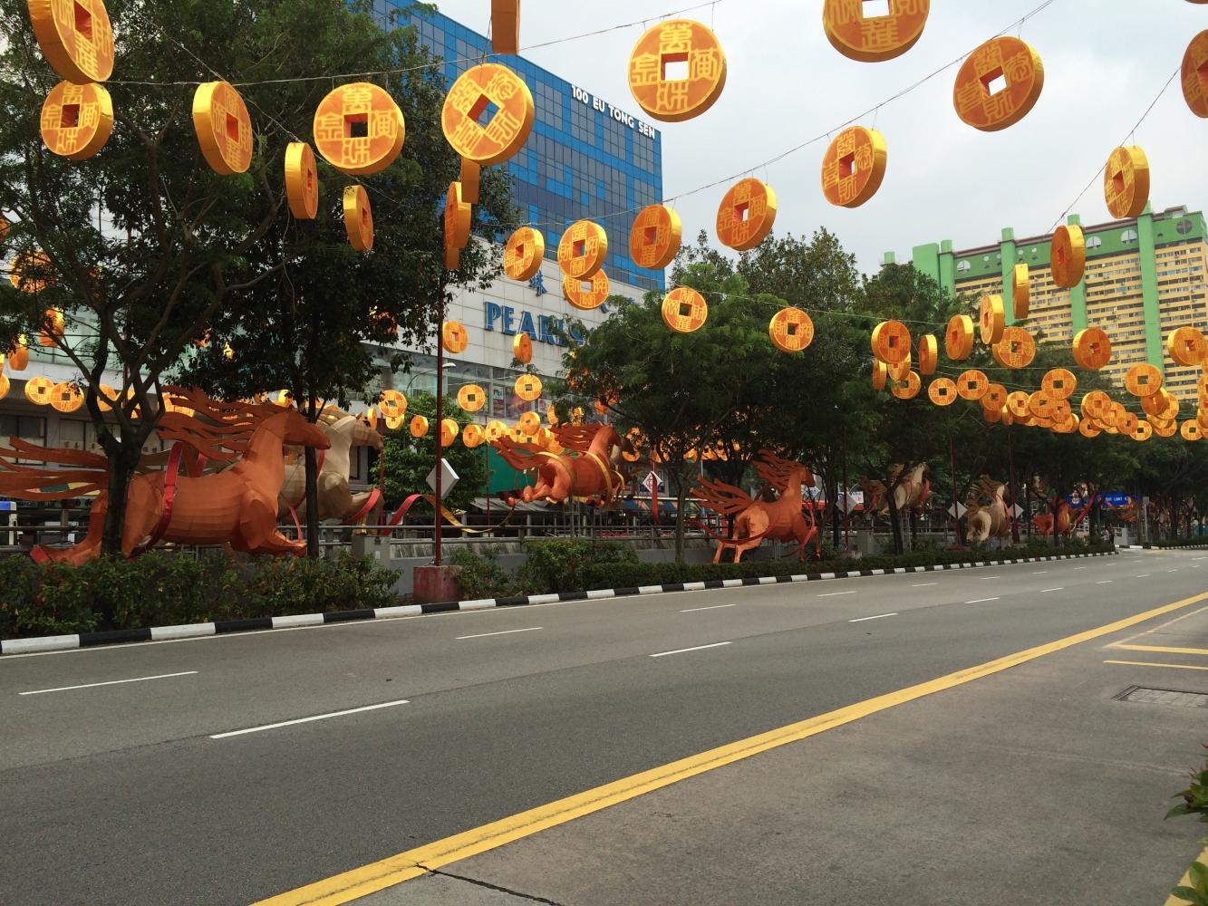 Die Hauptstraße durch Chinatown in Singapur (2/2)