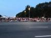 Menschenmenge wenige Minuten vor Beginn (im Hintergrund das Kapitol)