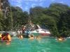 Baden in einer Lagune. Im Bild: Unser Speedboot