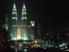 Blick auf die Petronas Towers von unserem Hotel bei Nacht