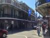 Einmaliger Häuserstil: Ausladende Balkone mit gusseisernen Geländern (2/2)