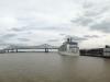 Zwei Kreuzfahrtschiffe im Hafen