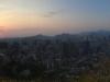 Blick vom Namsam-Berg auf die Stadt bei Sonnenuntergang