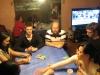 Kartenspiele mit Mandys Familie (und ihrem Patenonkel). Im Hintergrund: Football