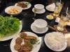 """Mittags """"Bun Cha"""" in einem kleinen Straßenlokal"""
