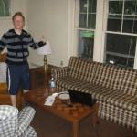 Dominik im Wohnzimmer